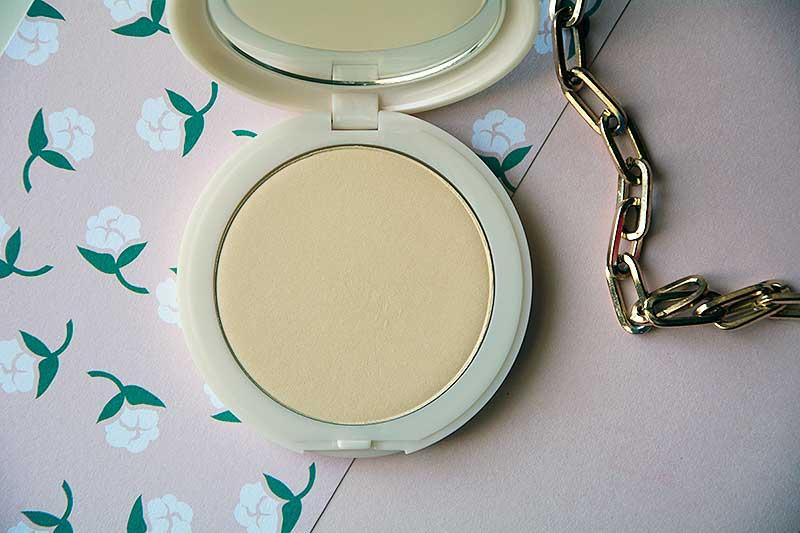 Cipria compatta Neve Cosmetics Alabaster Touch - cialda