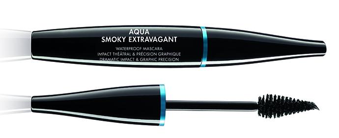 make up for ever AQUA SMOKY EXTRAVAGANT PACKSHO_Source file_00014142