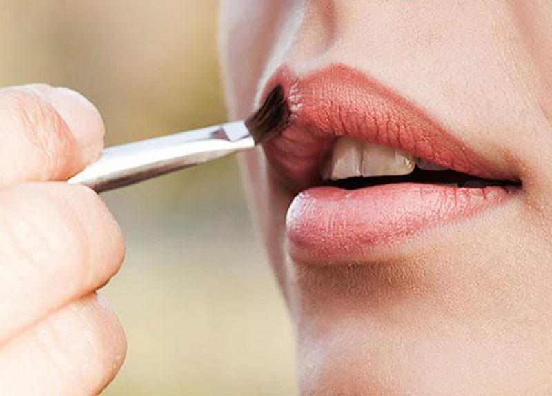 come ingrandire le labbra con la matita