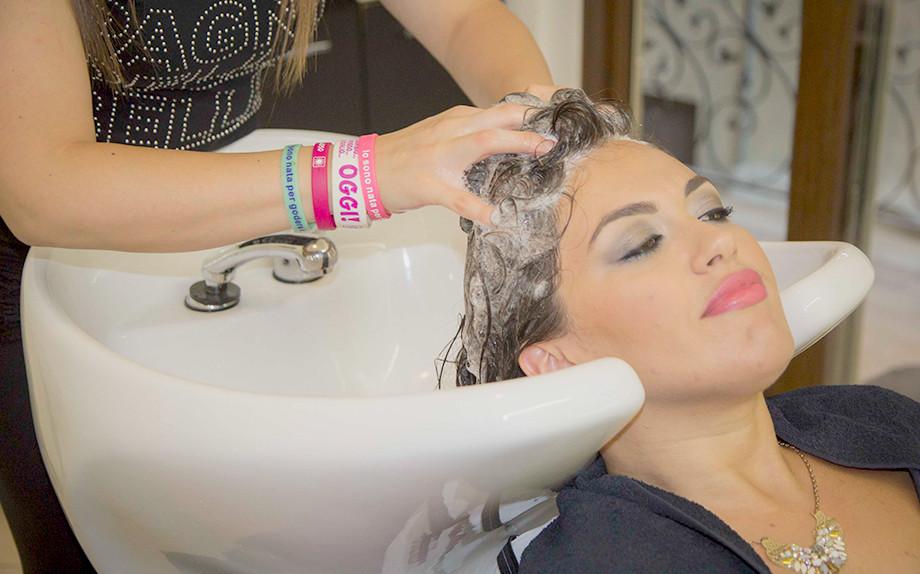 1448702495_come-lavare-i-capelli-2-920x574