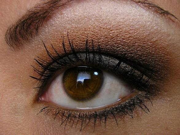 come truccare gli occhi marronicome truccare gli occhi marroni