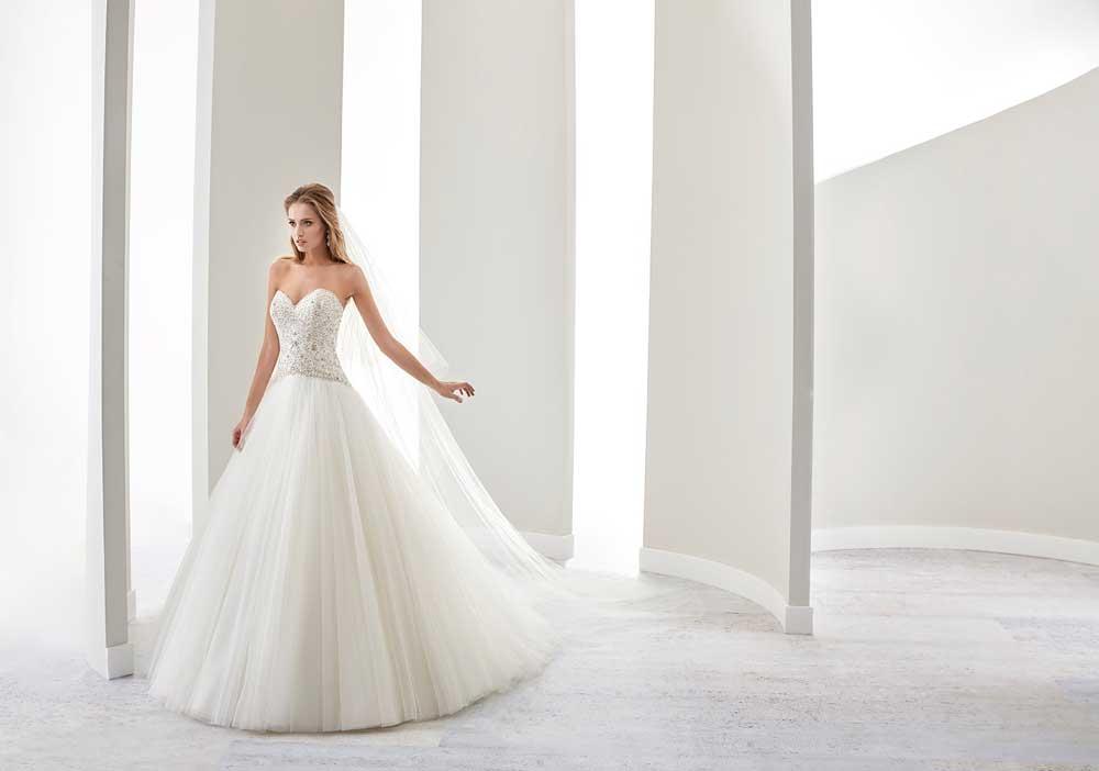 Come scegliere l abito da sposa giusto  4 consigli anti-stress ... 4e88eb96c33