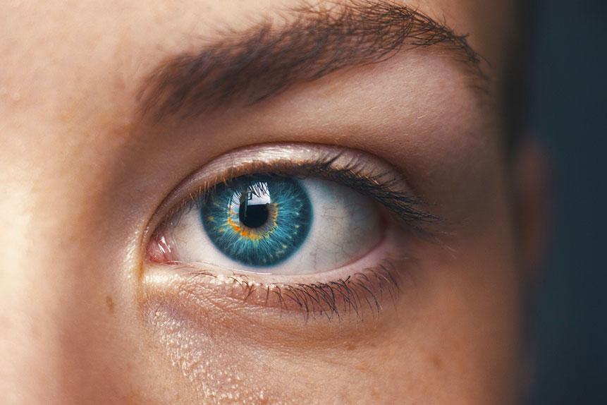 come-togliere-le-occhiaie-col correttore